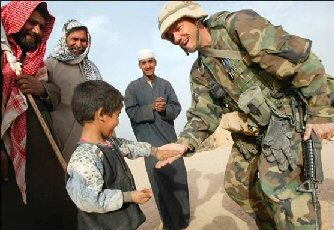 Itaqi boy welcomes soldier